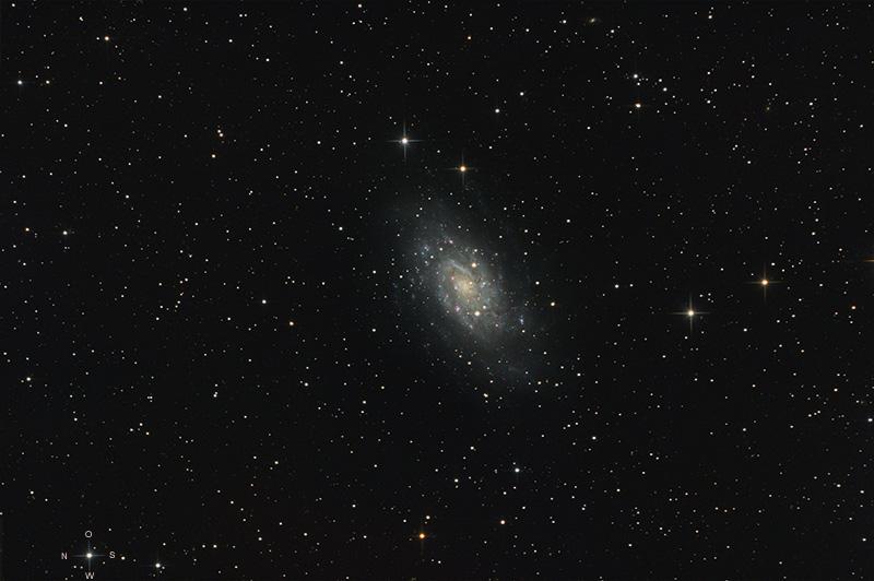 La grande Galaxie de Camelopardalis Ngc2403_asin-rl2w